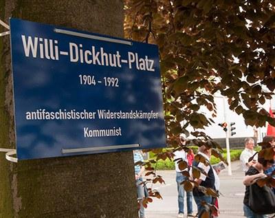 Würdige Gedenkkundgebung zum Tag der Befreiung und für Willi Dickhut in Solingen
