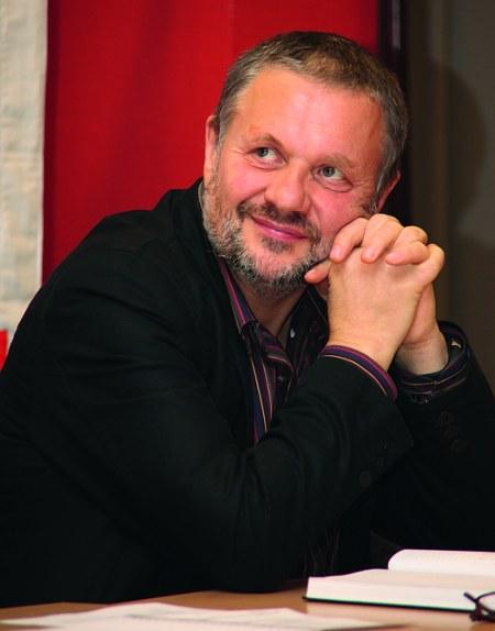 """""""Der Rechtsruck der Regierung Merkel ist Ausdruck ihrer latenten Krise"""" - Interview mit Stefan Engel"""