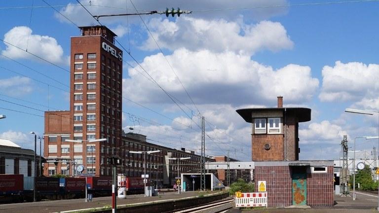 Rüsselsheim: Aufgewühlte Opelaner hören interessiert zu