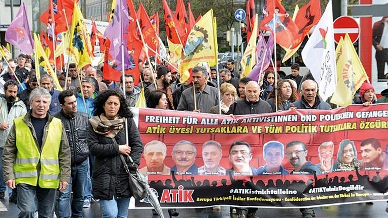 Angela Merkel verhaftet und verfolgt im Auftrag Erdogans
