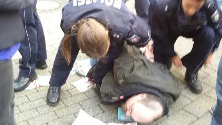 Internationalistische Liste/ MLPD protestiert gegen Polizeiübergriffe gegen ihren Wahlkampf und Protest gegen die AfD in Solingen