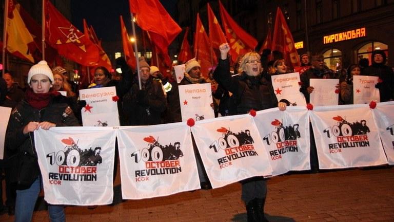 Sankt Petersburg - Kämpferische Demonstration: Die Oktoberrevolution lebt!