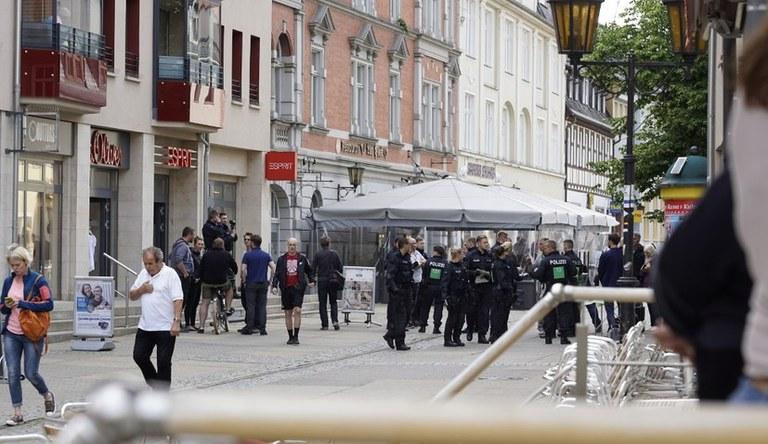 Strafanzeige und Dienstaufsichtsbeschwerde wegen Polizeiwillkür bei Protestkundgebung in Saalfeld