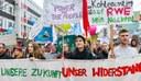 """""""Aufstehen""""? Gegen die Rechtsentwicklung der Regierung - Ja!  Aber für eine SPD/Grünen/Linkspartei-Regierung? – NEIN!"""