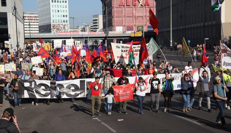 """Medienecho zur MLPD:  Nach """"unteilbar""""-Demo mit einer viertel Millionen Menschen – Reaktionäre von Bild,  AfD und CSU fordern Spaltung der Bewegung gegen die Rechtsentwicklung der Regierung"""