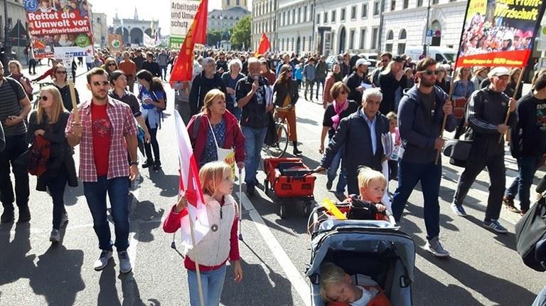 """Weltweiter Umweltaktionstag am 29. November  -  Gericht in Gera und Oldenburg klären """"Fahnen-Frage"""""""