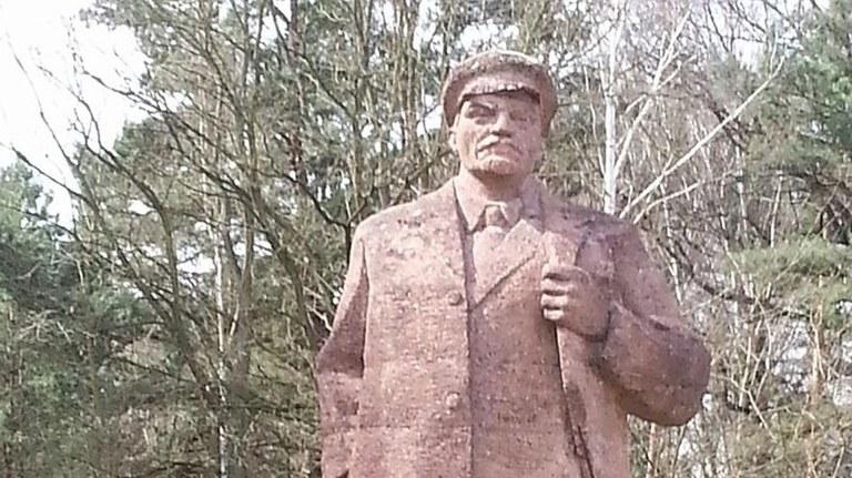 Erst durch direktes Eingreifen von OB Baranowski (SPD) persönlich wurde das Bauamt gegen die Lenin-Statue aktiv!