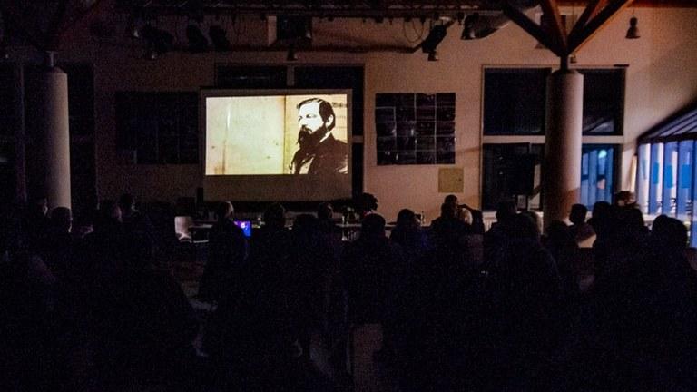 Über 500 Teilnehmer bei elf Versammlungen mit Filmpremieren der MLPD - Die Angst der Herrschenden vor den Klassikern des Marxismus-Leninismus