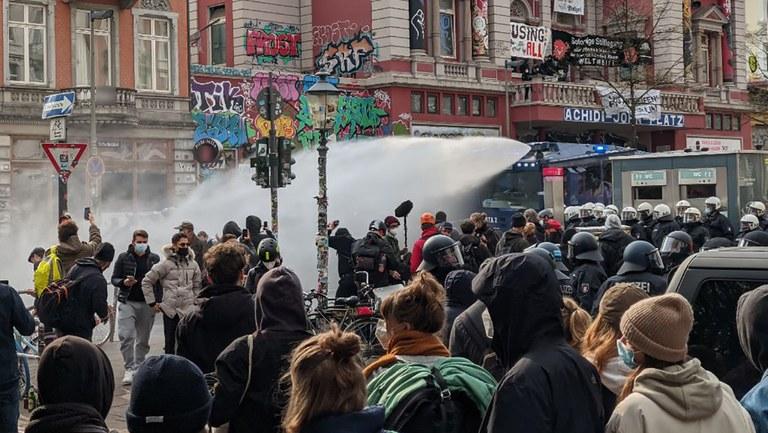 MLPD protestiert entschieden gegen massive Polizeigewalt gegen Demonstranten