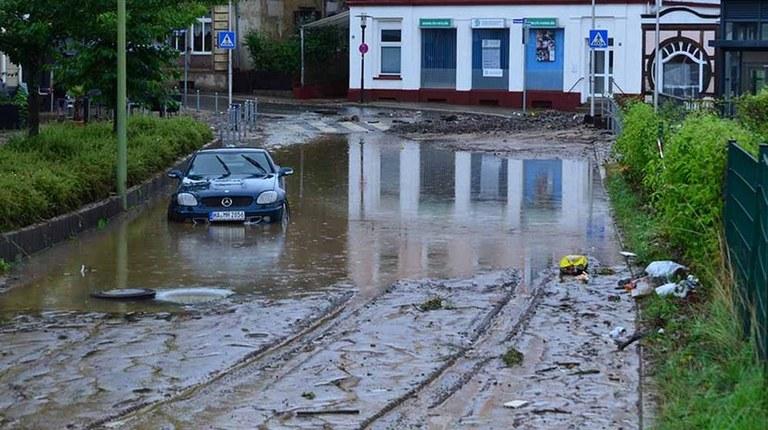 Unwetter- und Hochwasserkatastrophe fordert Todesopfer - sofortige Hilfe notwendig!