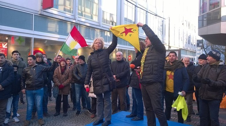 Carrying a YPG flag is allowed. First-class acquittal for Monika Gärtner-Engel